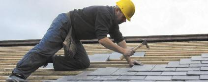 San Ramon roofer appling a new set of shingles